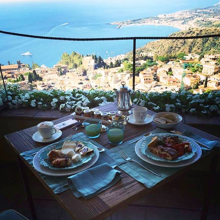 Lunch time views don't get much better than this... @hotelvilladucaletaormina 📸 @christophewilli -