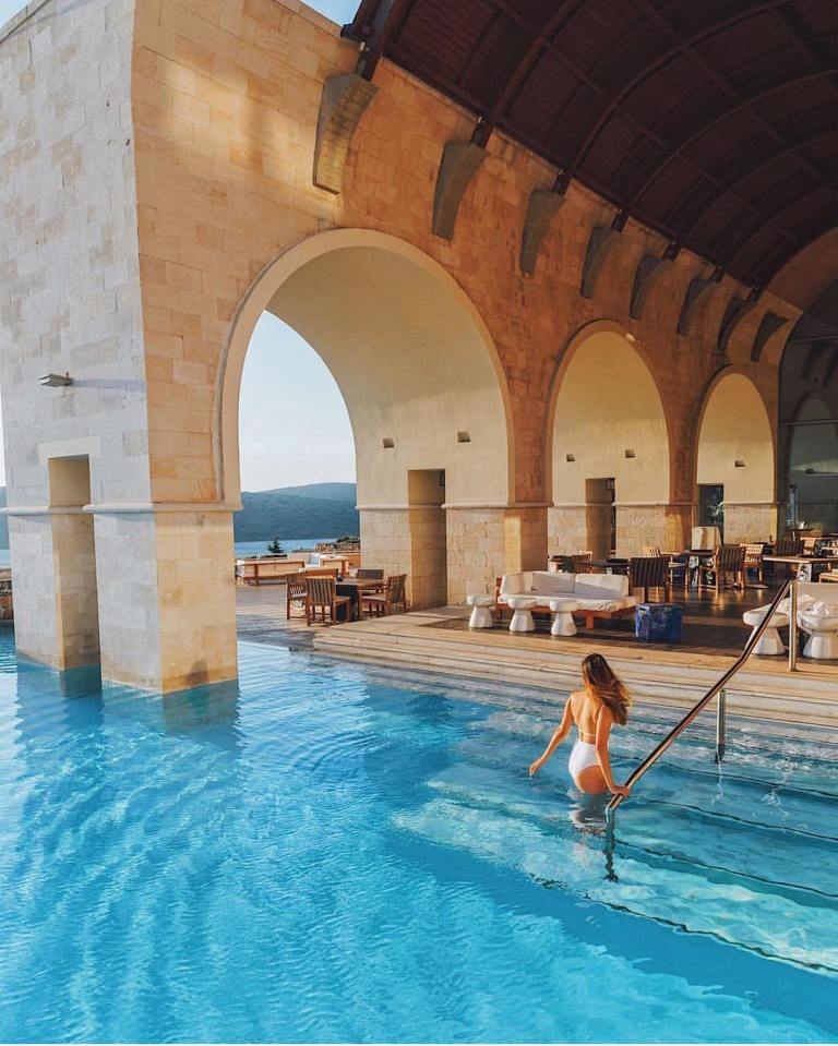 Blue Palace Luxury Collection Resort 📸 @taramilktea
