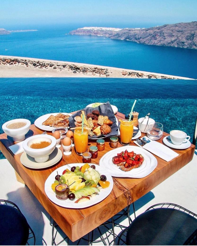 Santorini - Greece@pilotmadeleine
