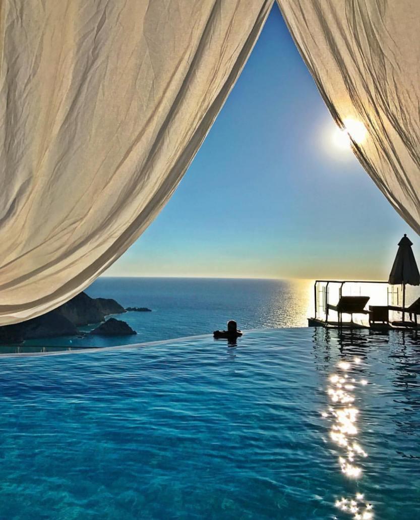 Petani Bay Hotel - Greece ❤️❤️❤️ Credits ✨@loucosporviagem