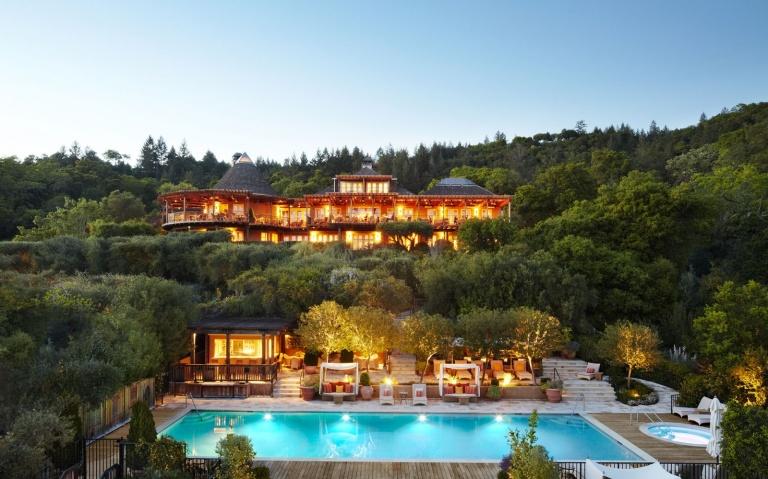201501-w-worlds-most-romantic-hotels-auberge-du-soleil