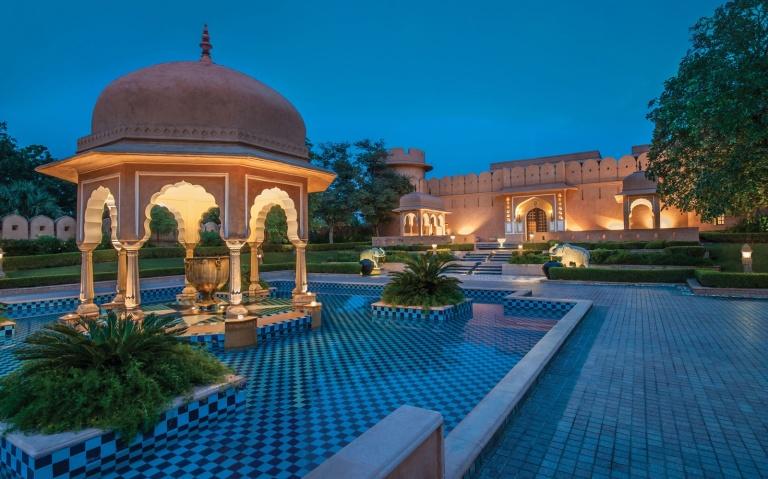 201501-w-worlds-most-romantic-hotels-oberoi-rajvilas