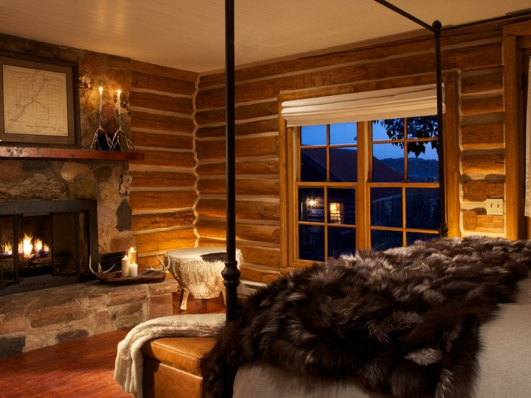 Bedroom-LodgeandSpaatBrushCreekRanch-Wyoming-CRHotel