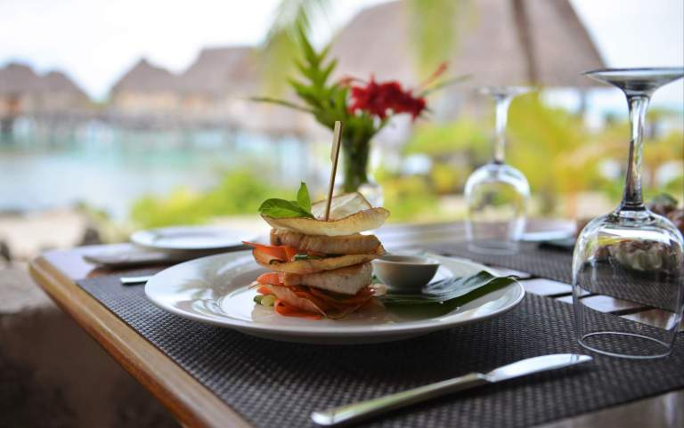 3.tikehau_pearl_beach_resort_restaurant_pohero_meal