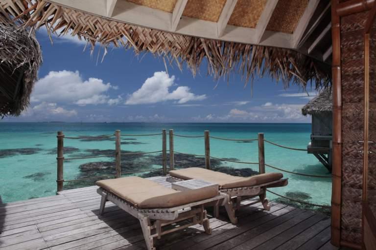 6.tikehau_pearl_beach_resort_premium_overwater_bungalow_terrace_2